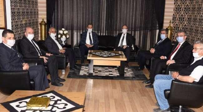 Akparti teşkilatından Başkan Zeybek'e Ziyaret