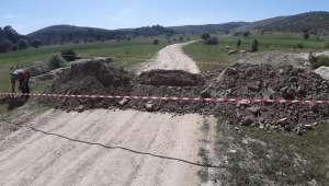 Son Dakika….Döğer Kasabasının köy yolları toprak dökülerek kapatıldı