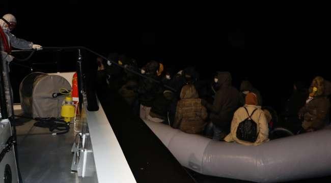 İzmir ve Balıkesir Açıklarında 38 Kaçak göçmen kurtarıldı