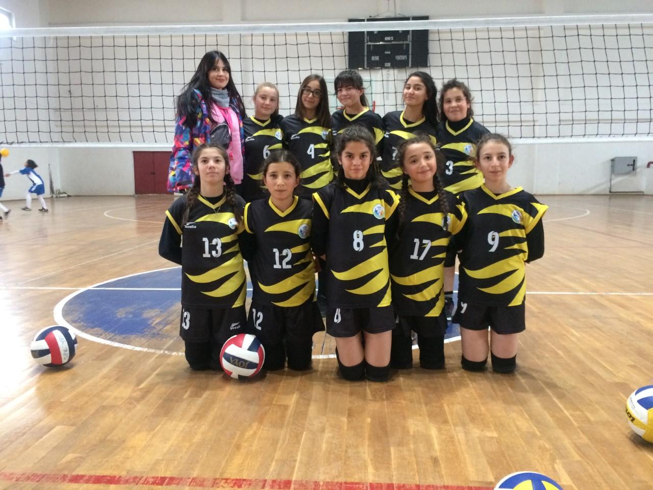 Dinar'da yıldız kızlar voleybol maçları tamamlandı.