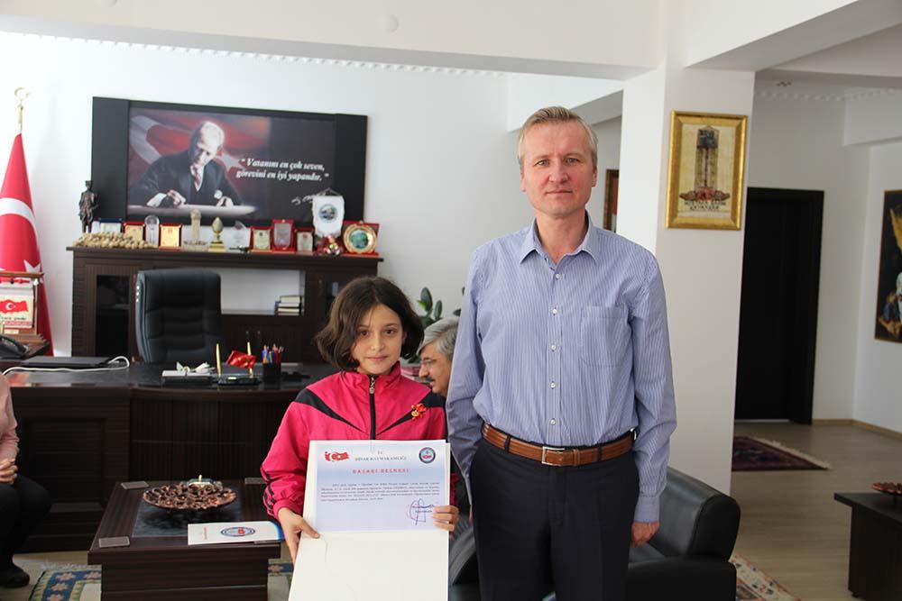 Dinar'dan Matematik olimpiyat birincisi